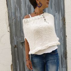 Your place to buy and sell all things handmade, Fantastic winter poncho in white, Love this chic look! Wool Poncho, Knitted Poncho, Poncho Sweater, Knitwear Fashion, Knit Fashion, Easy Knit Blanket, White Poncho, Estilo Jeans, Thick Wool Yarn