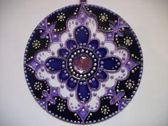 Mandala em vidro 12cm de di�metro com pintura vitral