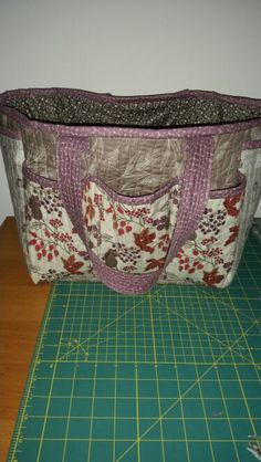 Craft bag Craft Bags, Lunch Box, Packing, Quilts, Learning, Crafts, Bag Packaging, Manualidades, Quilt Sets