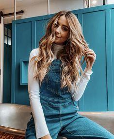 Zoe Sugg, Selena Gomez Style, Zoella, Winter Wardrobe, Bell Bottom Jeans, Mom Jeans, Celebs, Long Hair Styles, Pretty