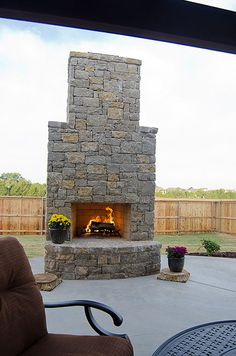 Outdoor Fireplace Backyard Projects, Outdoor Projects, Outdoor Ideas, Backyard Ideas, Outdoor Decor, Outdoor Lounge, Outdoor Spaces, Outdoor Living, Deck Fireplace