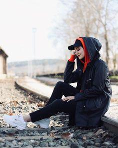 Görüntünün olası içeriği: 1 kişi, açık hava – Best Of Likes Share Casual Hijab Outfit, Hijab Chic, Hijab Dress, Hijabi Girl, Girl Hijab, Iranian Women Fashion, Muslim Fashion, Cute Couple Poses, Modele Hijab