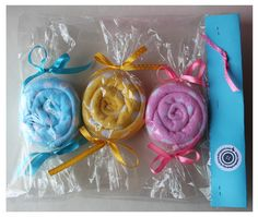wrapped face towel candies Face Towel, Gift Cake, Tea Towels, Candies, Baby Love, Baby Gifts, Arts And Crafts, Baby Shower, Gift Ideas