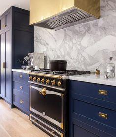 Navy blue kitchen accessories and white with gold accents. Kitchen Cabinet Design, Kitchen Interior, Kitchen Decor, Luxury Kitchens, Cool Kitchens, White Kitchens, Kitchen White, Navy Blue Kitchen Cabinets, Brass Kitchen