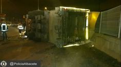Tres heridos tras volcar un camión de recogida de basuras en Campollano