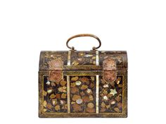 A Lacquer Casket Commissioned by the Portuguese Wallpaper Patterns, Flowering Vines, Fall Flowers, Casket, 16th Century, Japanese Art, Portuguese, Art Decor, Period