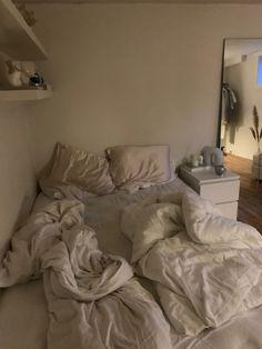 Bedroom Layouts, Room Ideas Bedroom, Small Room Bedroom, Home Decor Bedroom, Bedroom Inspo, Dream Rooms, Dream Bedroom, Indie Room Decor, Cute Room Decor