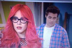 PAREN TODOOOOOO!!! Aparecieron Fausta y Roxy!!!! Bienvenida a #Violetta3 jajajajajaj LO que se van a divertir! Que pasará entre León y la roja Violetta? #capitulo27