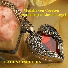 Medalla con Corazón reguardado por Alas de Ángel - Cadena Incluida