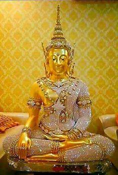 Golden Buddha Statue, Buddha Statues, Theravada Buddhism, Om Mani Padme Hum, Buddha Quote, Buddhist Art, Thailand, Religion, Lord