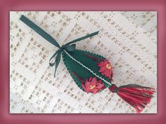 I ❤ ribbon embroidery . . . How to make a silk ribbon poinsettia christmas tree decoration.www.craftyattic.com shows you how to make this charming christmas tree decoration with a poinsettia flower embroidered in silk ribbon
