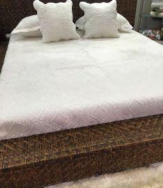 Línea #tendidos #cama !! Pieles natural !! #pieles !! Con esta selección de productos puedas dar un toque especial a tu lugar favorito  #cuadros #fridakahlo #cojines #tapetes #arboldelavida !! @Juanpadecoracion @juanpadecoracion !! Estamos @unicentroarmeniaoficial  local 252 !! @pereiraplaza local 267 #risaralda #pereira  #armeniaquindio #colombia !! #design #diseño#hogar #quindio #manizales #cartago#medellin#bogota#bucaramanga #neiva #melgar#cartagena #barranquilla #buenaventura