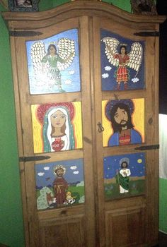 Wardrobe painted with holy saints Mexican Home Decor, Mexican Art, Spanish Tile, Spanish Colonial, Patterned Furniture, Living In Mexico, Mexican Heritage, Medieval, Saints