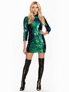 Women's fashion & designer clothes online Nice Clothes, Clothes For Women, Dress Outfits, Cool Outfits, Emerald Dresses, Clothes Pictures, Swim Dress, Cool Girl, Fashion Online