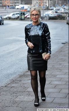 Shiny Happy People, Leder Outfits, Transgender Girls, Black Leather Skirts, Sexy Older Women, Models, Bellisima, Lady, Fall Outfits