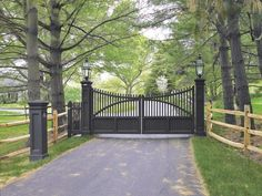 Selection of the best driveway gate ideas and designs available. Metal, wrought iron, wooden driveway gates - designs and layouts. Wrought Iron Driveway Gates, Front Gates, Entrance Gates, Driveway Security Gates, Wooden Driveway Gates, Farm Entrance, Driveway Entrance, Entrance Ideas, Grand Entrance