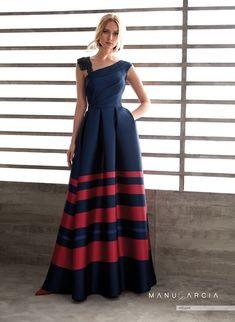 Party dresses and godmother by Manu Garcia Glam Dresses, Lovely Dresses, Modest Dresses, Fashion Dresses, Formal Dresses, Party Dresses, The Dress, Dress Skirt, Godmother Dress