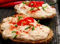 Receptů na pomazánky má každá rodina v zásobě bezpočet. A není divu... Hummus, Baked Potato, Camembert Cheese, Mashed Potatoes, Salads, Food And Drink, Dairy, Low Carb, Pizza