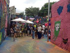 Esse final de semana teve festa e intervenção urbana na Viela Paschoal Astolpho, na Vila Ipojuca, Lapa. O projeto foi concebido pelo escritório DBB-Arquitetura da Convivência há mais de um ano como parte de uma série de micro intervenções para a região.