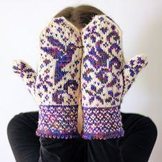 Sweet Nectar Mittens, pattern by Tanis Fiber Arts. Mittens Pattern, Knit Mittens, Knitted Gloves, Knitting Socks, Wrist Warmers, Hand Warmers, Knitting Charts, Knitting Patterns, Crochet Patterns