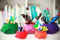 Porta-objetos de feltro  Artista Plástica: Denise Meneghello Wall E, Unicorn Diy, Easy Felt Crafts, Pencil Holder, Art Supplies, Creative, How To Make, Handmade, Inspiration