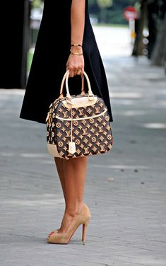 Louis Vuitton, Black dress & Tan pumps.
