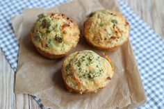 Wel eens hartige muffins geproefd? Nee? Duik dan nu de keuken in en maak dit lekkere recept! Wij hebben gekozen voor een vulling van broccoli, kip en ui maar je kunt natuurlijk ook andere groenten/vle