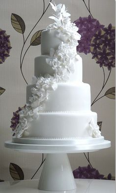 beautiful cake but needs some color