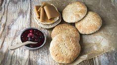 Hjemmelaget polarbrød Norwegian Food, I Want To Eat, Scones, Bread Recipes, Baked Goods, Good Food, Fun Food, Sandwiches, Berries