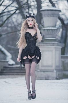Model, photo, crown: Absentia Corset: Royal Black Couture & Corsetry