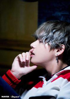 Dispatch ha lanzado una serie de fotos exclusivas de Taehyung o V de BTS del último álbum del grupo, 'LOVE YOURSELF: Her'. El 21 d...