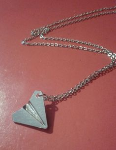 Harry Styles Inspired Silver Paper Airplane Necklace di FollowTheGrace su Etsy