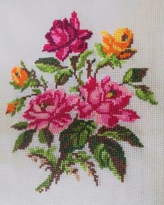 New Embroidery Rose Pattern Design Cross Stitch Ideas Cross Stitch Borders, Cross Stitch Rose, Cross Stitch Flowers, Cross Stitch Charts, Cross Stitch Designs, Cross Stitching, Cross Stitch Patterns, Rose Embroidery, Cross Stitch Embroidery