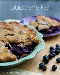 The best things in life are all about simplicity. especially blueberry pie. Check out this quick and easy blueberry pie recipe that is perfect for summer. Mini Desserts, Just Desserts, Delicious Desserts, Dessert Recipes, Yummy Food, Best Blueberry Pie Recipe, Easy Blueberry Pie, Blueberry Recipes, Blueberry Chocolate