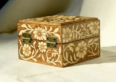 belgium pyrography | Beautiful wooden pyrography box decorated with flowers and hearts