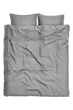 Funda nórdica en lino lavado: ALTA CALIDAD. Conjunto de funda nórdica doble en lino lavado con costuras dobles. Se cierra en la parte inferior mediante botones de presión ocultos de metal. Dos fundas de almohada. Número de hilos 104. Secar en secadora para conservar la suavidad del lino.