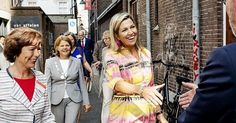 Queen Maxima visited Kansfonds which is a aid fund in Delft. Queen Maxima wore Natan summer dress. fuchsia earrings