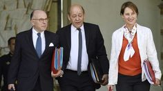 Bernard Cazeneuve, Jean-Yves Le Drian et Ségolène Royal soupçonnés d'irrégularités budgétaires Francois Fillon, Jean Yves, Jeans, Suit Jacket, Breast, France, Photo And Video, Suits, Ink