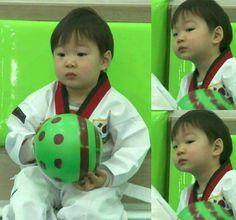 Song Daehan Triplet Babies, Song Triplets, Superman Baby, Song Daehan, Love Park, Cute Kids, Wave, Baby Kids, Dinosaur Stuffed Animal