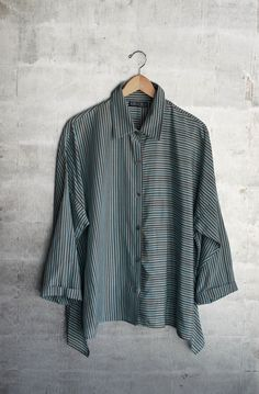 blouse, striped fabric, vertical on one side, horizontal on the other: great effect