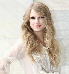 Then here she is with beachy waves. I love all her curly looks! Plus, her top is so cute!! #OuidadCurls.
