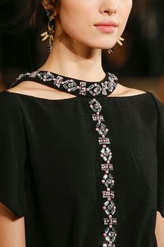 Tory Burch Fall 2013 RTW - Details - Fashion Week - Runway, Fashion Shows and Collections - Vogue - VogueEve Beaded Collar Detail Cut Out BlouseCreative collars that make up the … - DIY Clothes Ideas Dress Neck Designs, Collar Designs, Blouse Designs, Couture Details, Fashion Details, Fashion Design, Embroidery Fashion, Embroidery Dress, Diy Clothes