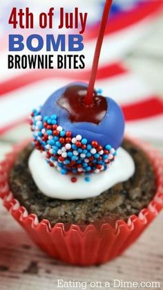 of July Brownies - Easy Bomb Brownie Bites of July Bomb Brownie Bites recipe. One of my favorite patriotic desserts because these little of July brownies look like little bombs… or fire crackers. The kids can make these and get involved. Patriotic Desserts, 4th Of July Desserts, Fourth Of July Food, 4th Of July Party, Holiday Desserts, Holiday Treats, Holiday Recipes, Patriotic Party, Holiday Gifts