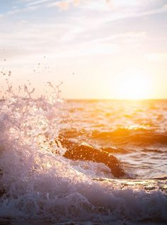 This reminds me of growing up surrounded by the ocean, it calms me, this is my serene place :)