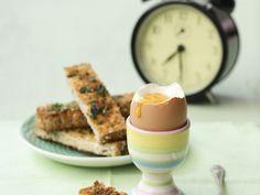 Weiches Ei mit Toast - smarter - Zeit: 15 Min.   eatsmarter.de