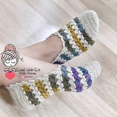 Como hacer Pantunflas tejidas crochet | Los mejores diseños Free Crochet, Knit Crochet, Slipper Socks, Shoe Art, Crochet Slippers, Sock Shoes, Women's Accessories, Free Pattern, Crochet Patterns