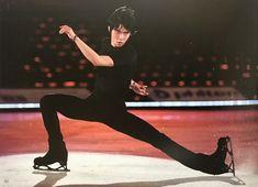 He is so hot Yuzuru Hanyu, Javier Fernandez, Johnny Weir, Ice Skaters, Ice Dance, Pose Reference, Anatomy Reference, Roller Skating, Figure Skating