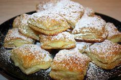 Gli sporcamuss sono dei golosissimi dolci pugliesi adatti sia per colazione che per chiudere dolcemente un pasto e vanno serviti ben caldi.