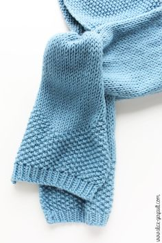Scarf-hood for a child to knitting. There by alice gerfault Hooded Scarf, Learn How To Knit, Alice, Diy For Kids, Knit Crochet, Dressing, Couture, Wool, Children