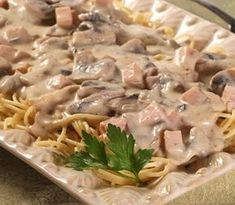 Caruso Sauce with Pasta. Creamy pasta sauce with cheese, ham, mushrooms, spiced with cinnamon and nutmeg. Serve over spaghetti, cappellini or tortellini. How To Cook Asparagus, How To Cook Pasta, Salsa Caruso, Pasta Cremosa, Pasta Recipies, Beef Bacon, Stuffed Mushrooms, Stuffed Peppers, Pasta Shapes
